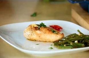 Курица, фаршированная сыром, хамоном и фасолью. Видео рецепт