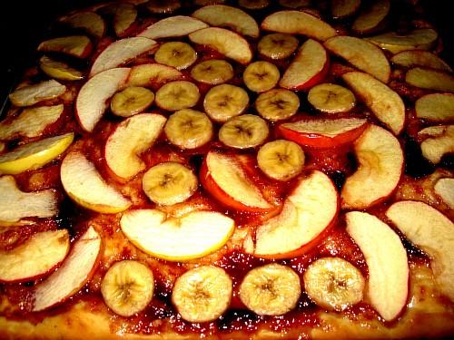 Дрожжевой пирог с яблоками и бананом