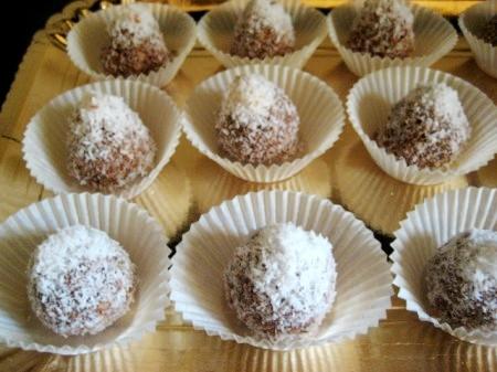 """Домашние конфеты """"Наслаждение"""" из кукурузных хлопьев, Нутеллы и кокосовой стружки - просто, вкусно, без выпечки"""