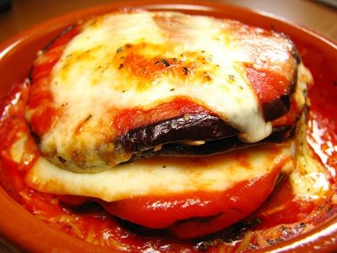 Баклажаны запеченные с помидорами и сыром по-итальянски