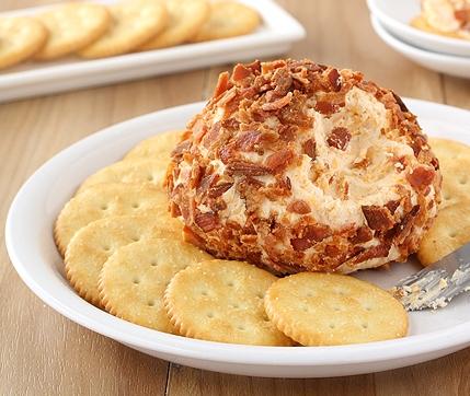 Закуска пикантная из сыра в шубке из бекона