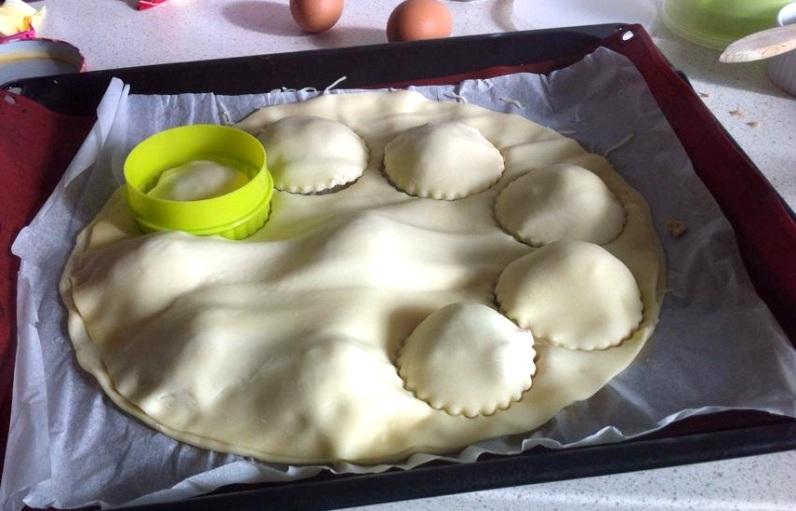 Пышная булочка с начинкой по-быстрому и простому рецепту