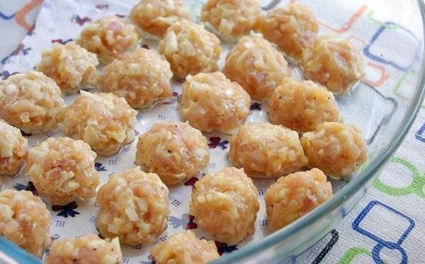 Куриные фрикадельки в сливочно-сырном соусе