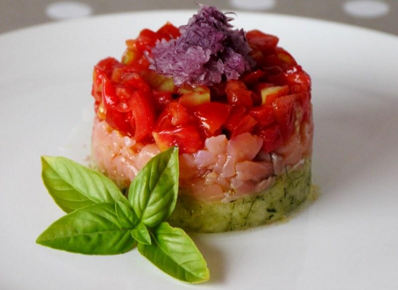 """Салат """"Софи"""" из соленой рыбы с помидорами и цуккини"""