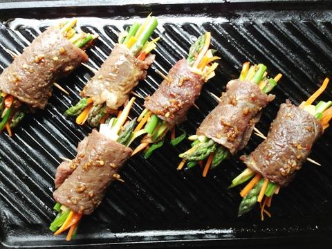 """Мясные рулетики с овощами или """"крученики по-корейски"""" - оригинально и вкусно. Фото рецепт"""