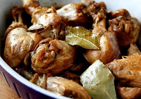 Острые куриные ножки, тушеные по-филиппински
